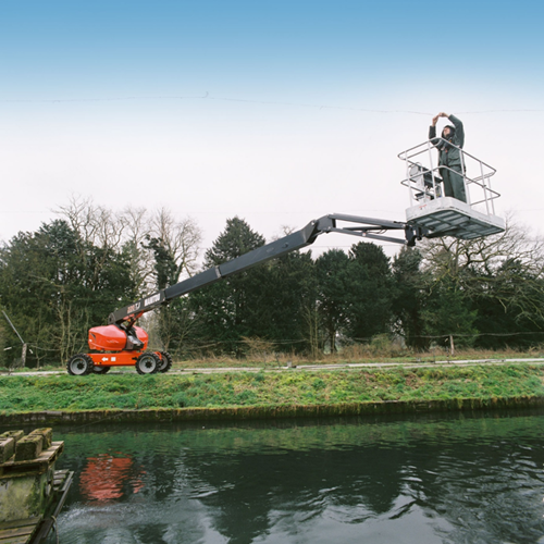 PRESS RELEASE: Hampshire Plant & Access Machine On Site at Large Scale Modern Fish Farm